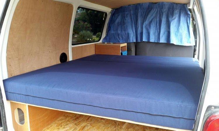 Mobiliers et équipements professionnels à Toulouse lit dans camion aménagé