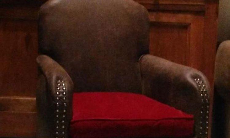 Danièle: fauteuil club après loisir créatif en tapisserie d'ameublement Toulouse