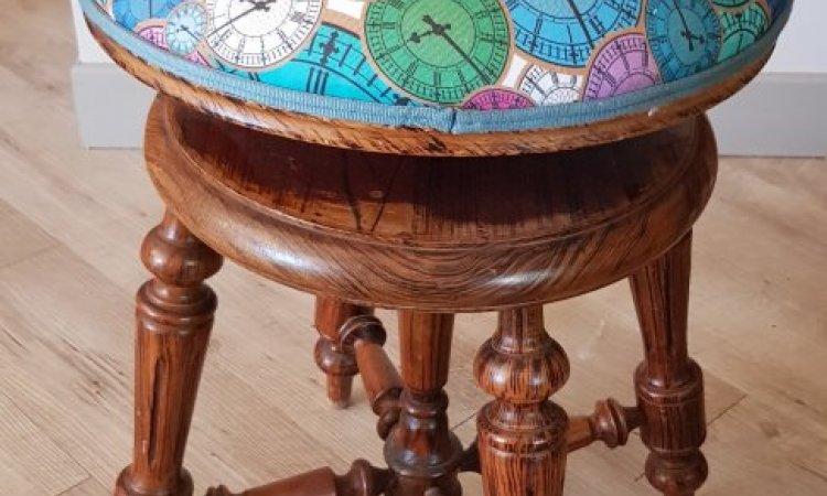 Marie-France: tabouret de piano après loisir créatif en tapisserie d'ameublement Toulouse
